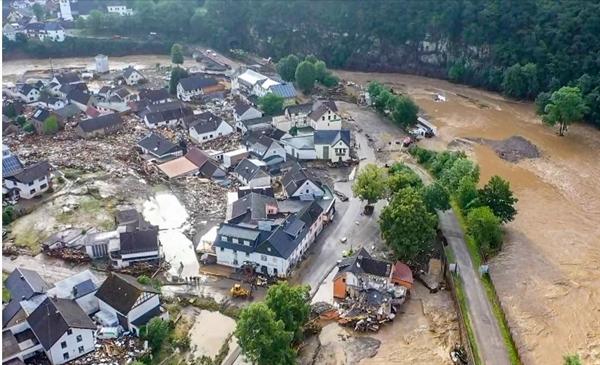 Ngôi làng ngập lụt Schuld, gần Adenau, miền tây nước Đức trong trận lũ tuần trước. Ảnh: AFP.