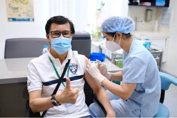Các vị khách tham gia tiêm vaccine đều tỏ ra phấn khởi khi được tiêm chủng sớm với quy trình hiện đại, an toàn tại FV.