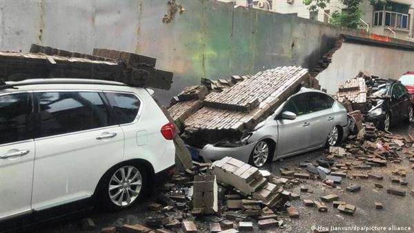 Mưa bão đã gây ra thiệt hại nghiêm trọng ở nhiều nước châu Âu và Trung Quốc. Ảnh: AP.