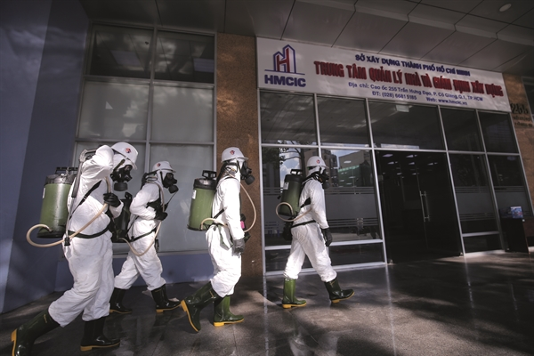Phun khử khuẩn tại TP.HCM trong cuộc chiến chống virus chưa từng có.