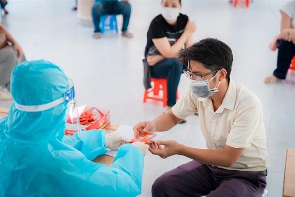 Thuốc giảm đau hạ sốt sẽ là dược phẩm hỗ trợ thiết thực giúp giảm các triệu chứng đau sốt sau khi tiêm ngừa.