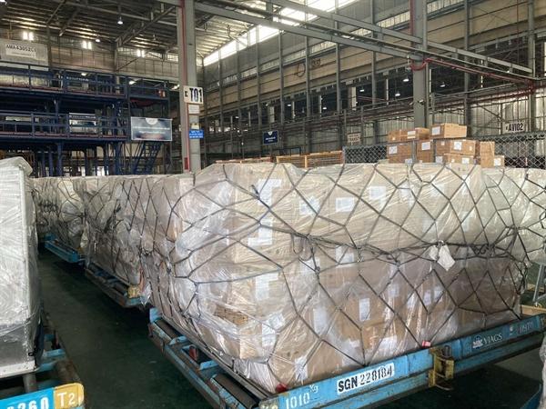 1.000 máy thở được VPBank thuê máy bay đưa thẳng từ nước ngoài về TPHCM.