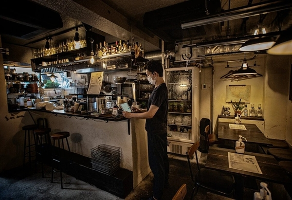 Ông Makoto Inoue bên trong nhà hàng Ocho Taqueria của ông. Ảnh: The New York Times.