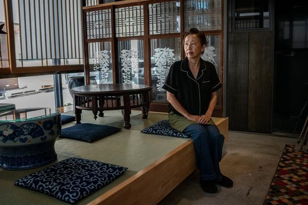 Bà Toshiko Ishii, chủ một khách sạn truyển thống ở phường Taito, Tokyo. Ảnh: The New York Times.