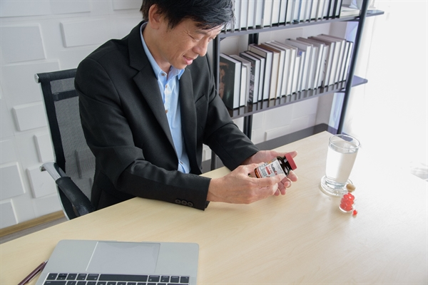 Khi cầm trên tay sản phẩm NattoEnzym với logo JNKA trên bao bì người tiêu dùng hoàn toàn có thể yên tâm về chất lượng phòng ngừa đột quỵ.