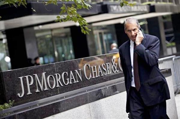 Ngân hàng JPMorgan Chase cam kết đầu tư 2,5 triệu USD vào các công nghệ sạch trong vòng 10 năm. Ảnh: Reuters.
