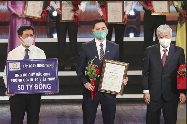 Tập đoàn Hưng Thịnh đóng góp 50 tỉ đồng vào Quỹ vắc-xin phòng chống Covid-19 của Chính phủ.