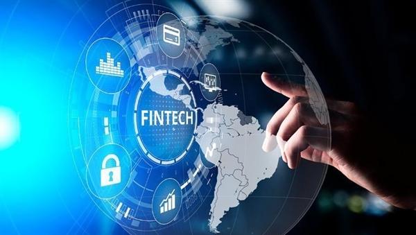 Fintech đổi mới sáng tạo giúp thanh toán thuận tiện. Ảnh: Baochinhphu
