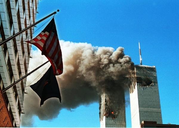 Tòa tháp đầu tiên bị tấn công lúc 8 giờ 46 phút ngày 11/9/2001. Ảnh: Getty Images.