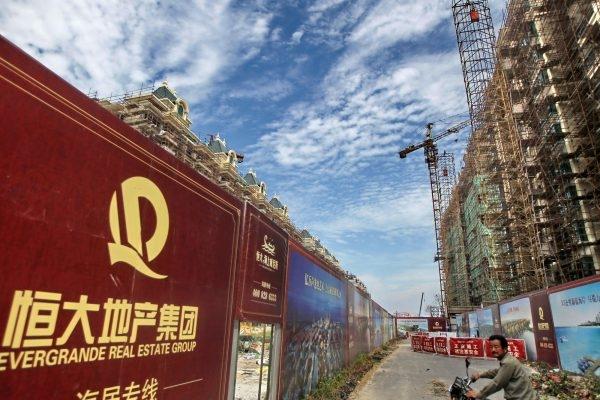 Biển quảng cáo của Tập đoàn Bất động sản Evergrande tại Giang Tô, Trung Quốc. Ảnh: The Diplomat.