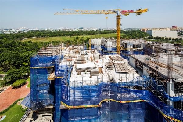 Dịch Covid-19 kéo dài, công trình xây dựng ngưng hoạt động, chậm tiến độ bàn giao nhà