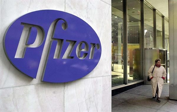 Trụ sở chính của hãng dược phẩm Pfizer ở New York. Ảnh: AFP.