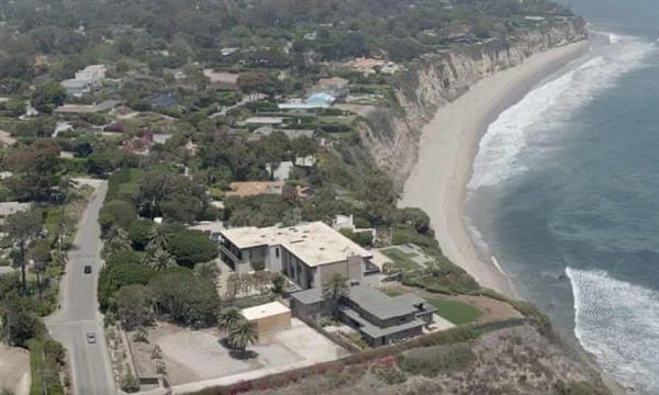 Vua Abdullah mua 3 bất động sản trên đỉnh vách đá trên bờ biển Malibu của California. Ảnh: BBC.