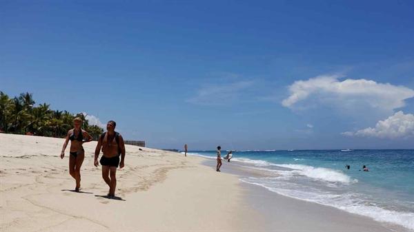 Bali mở cửa cho một số du khách nước ngoài từ giữa tháng 10. Ảnh: Reuters.