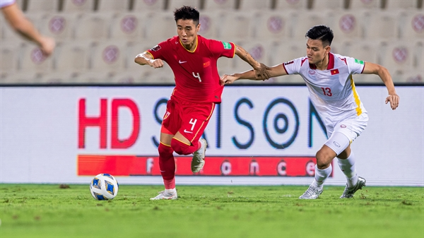 Hồ Tấn Tài (số 13) ghi dấu ấn trong trận gặp tuyển Oman (12/10) và Trung Quốc (8/10). Ảnh: AFC