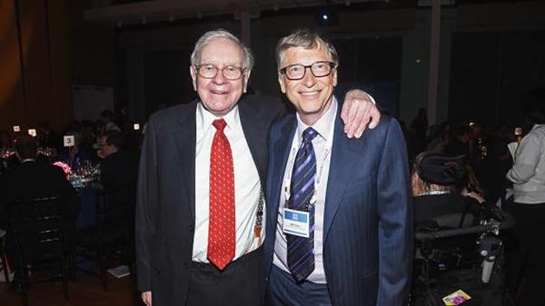 Tỉ phú Warren Buffett và Bill Gates là những người bạn và là những người thúc đẩy hoạt động từ thiện. Ảnh: CNBC.
